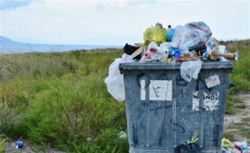 Мужчина обыскал три тонны мусора из-за билетов на концерт