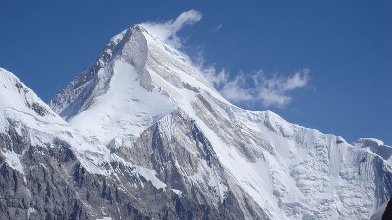 Казахстанские альпинисты оказались в снежном плену в горах Кыргызстана