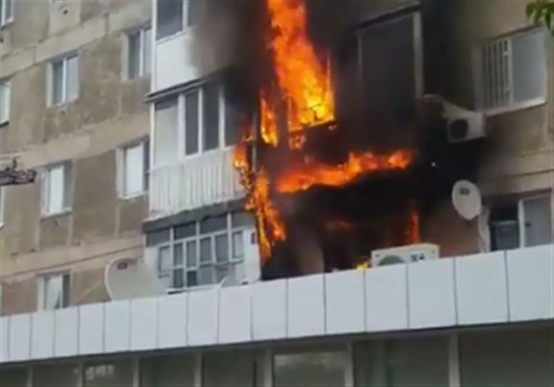 В квартире пятиэтажного дома в Экибастузе произошел пожар