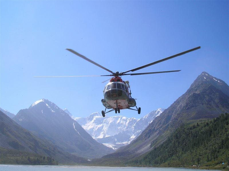 Казахстанский вертолет отправили на поиски пропавших альпинистов