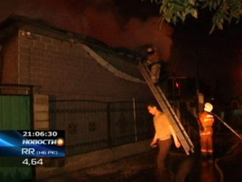 В Алматы дотла сгорел частный жилой дом