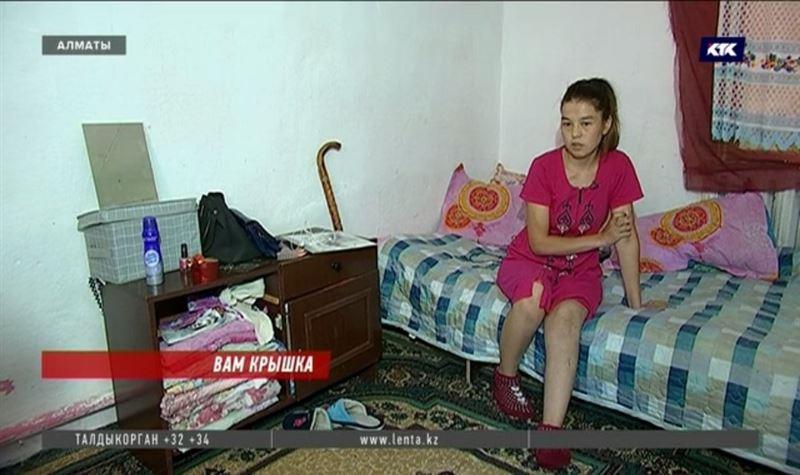 Пострадавшая по вине коммунальщиков алматинка 4 месяца остаётся без компенсации