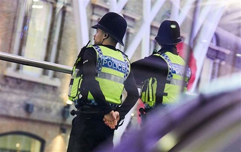 Вооруженный мужчина напал на прохожего в центре Лондона