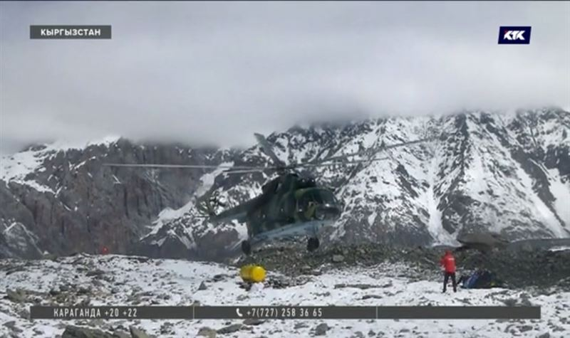 В поисках альпинистов спасатели 14 раз облетели горы – безуспешно