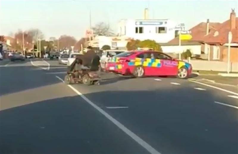 Стражи порядка не смогли догнать инвалида на скутере