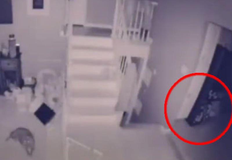 Камера наблюдения запечатлела призрак ребенка