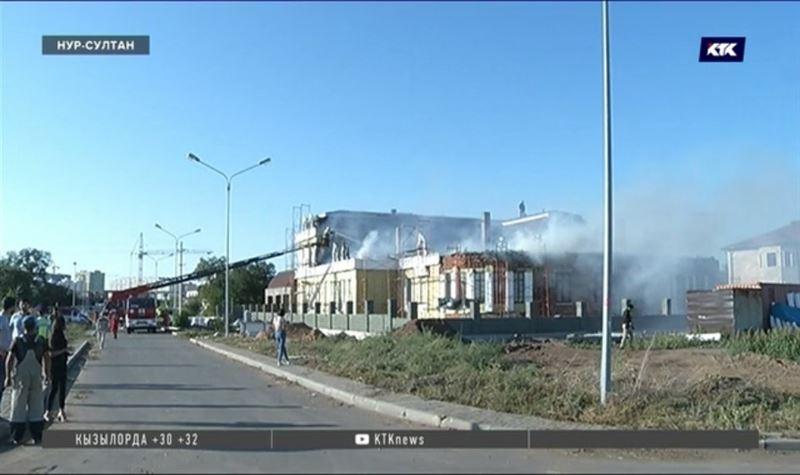 На левобережье Нур-Султана больше часа тушили пожар