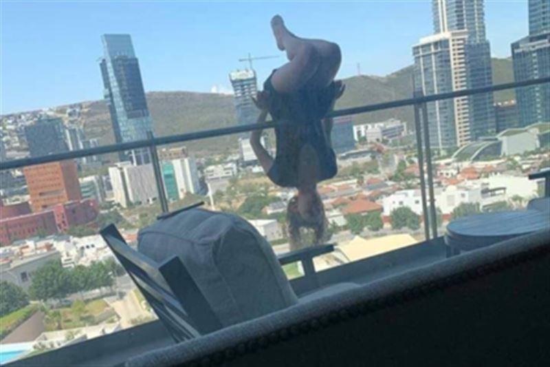 Девушка выжила после падения с 25-метровой высоты