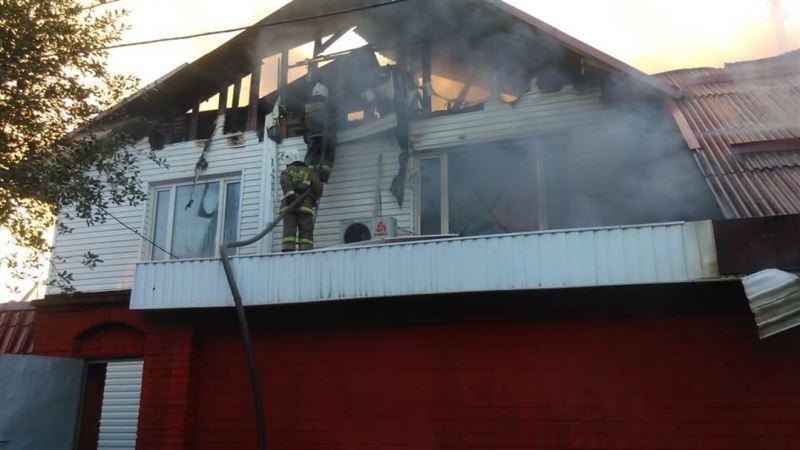 Пожар вспыхнул в частном доме в Алматы