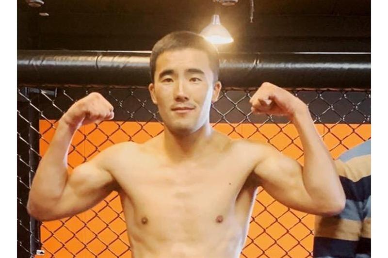 Боксер из Казахстана одержал победу на вечере бокса в Москве
