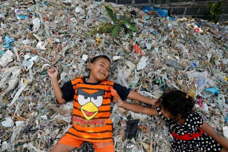 Индонезиялықтар тонна қоқыс көрсе, неге қуанатынын білесіз бе