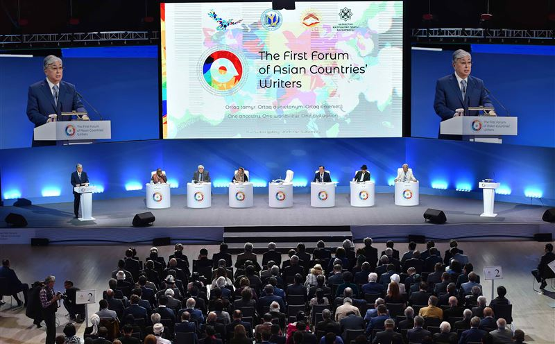 Президент Казахстана предложил учредить литературную премию в Азии