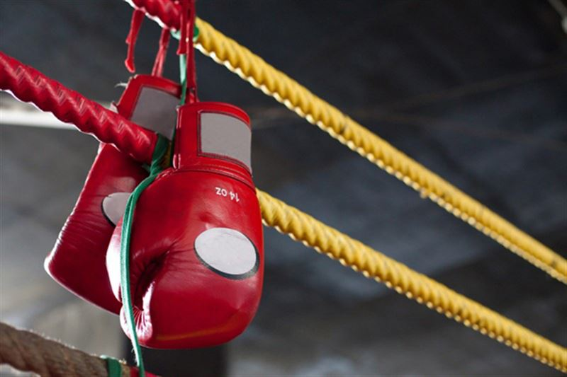 Казахстанский боксер дебютировал в профи с нокаута за 115 секунд