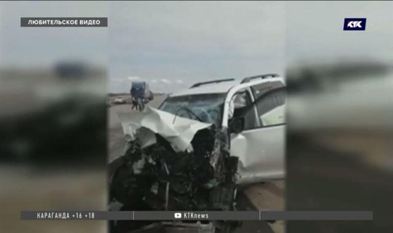 На трассе Павлодар – Экибастуз лобовое столкновение двух джипов, есть погибший