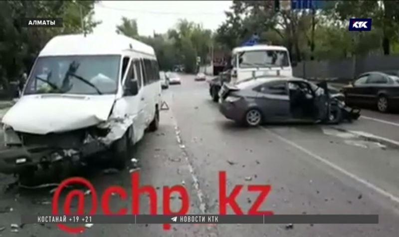 Алматинские полицейские выясняют обстоятельства ДТП с гибелью человека