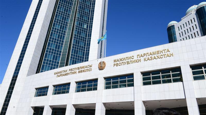 Актер Алимжанов принес присягу депутата