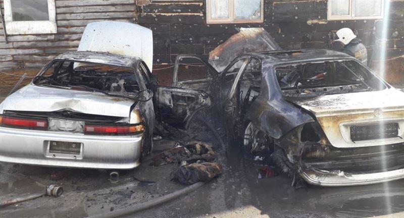 Три иномарки выгорели на парковке в Петропавловске