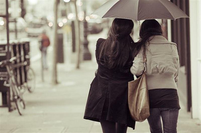 Уроженка Казахстана нашла сестер-близнецов через 40 лет в Латвии