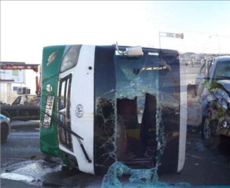 Шымкентте автобус аударылып, 13 адам зардап шекті