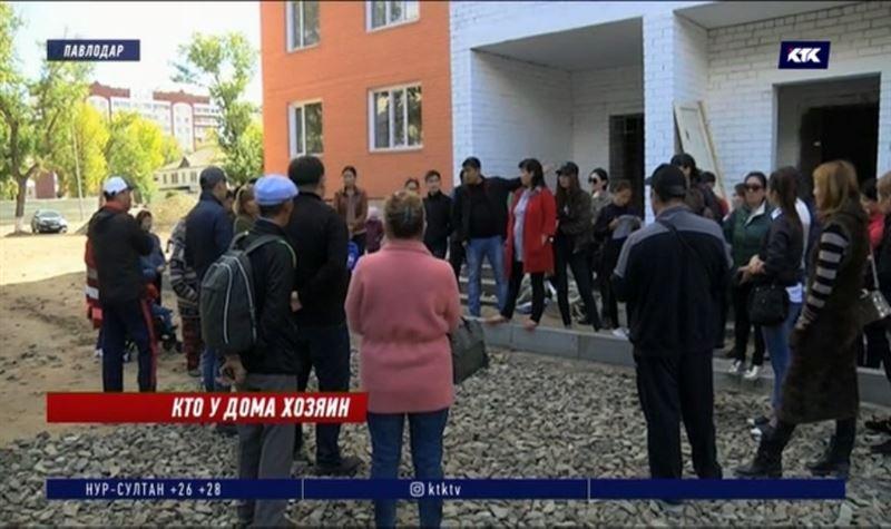 Павлодарцы угрожают переехать во двор недостроенной высотки