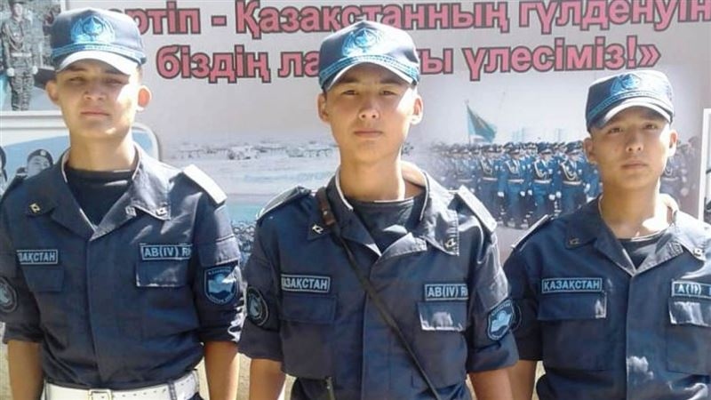 Полицейские Уральска задержали пьяного дебошира с оружием