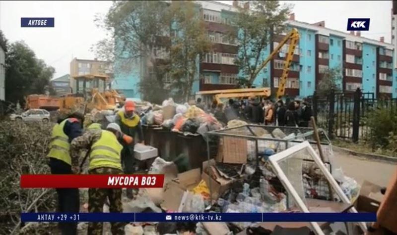 В заваленных мусором дворах Актобе заметили акима области