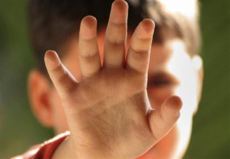 2-летний ребенок впал в кому после того, как его избил отчим