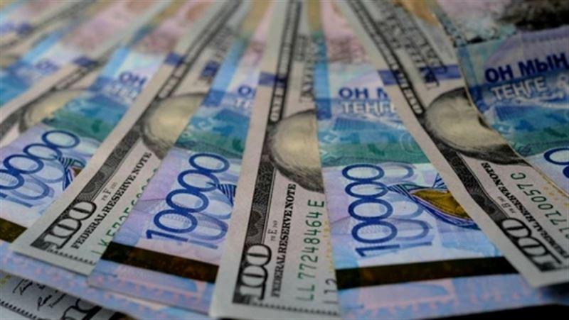 Максимальный курс продажи американской валюты составил 389,2 тенге за доллар