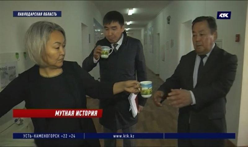 Чиновники напились воды из-под крана, чтобы убедить сельчан в её безопасности