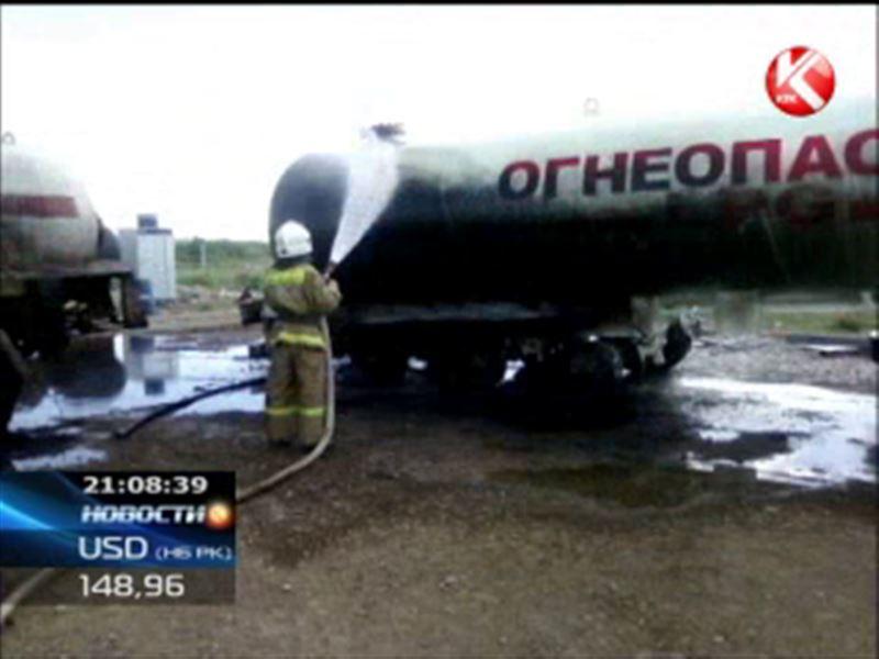 На окраине Кызылорды вспыхнули две автоцистерны