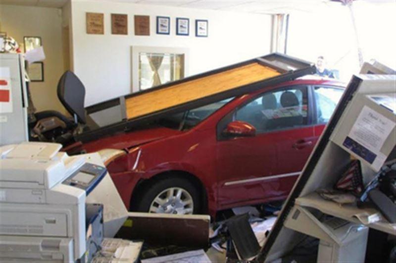 92-летняя женщина разбила авто, которое хотела приобрести