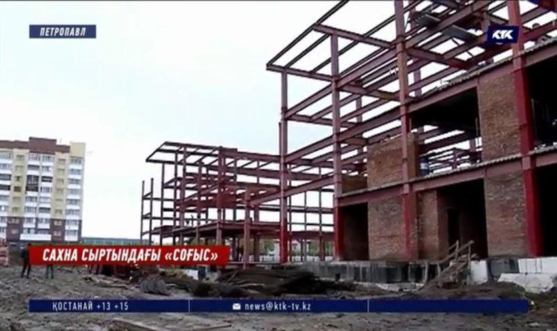 Петропавл: Мақтаған театр тойына шақырмайды