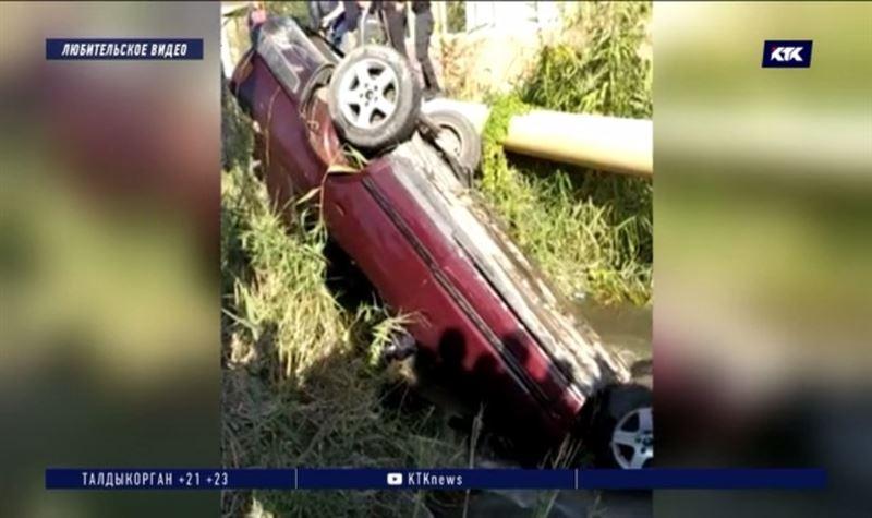 Водитель и пассажир утонули с автомобилем