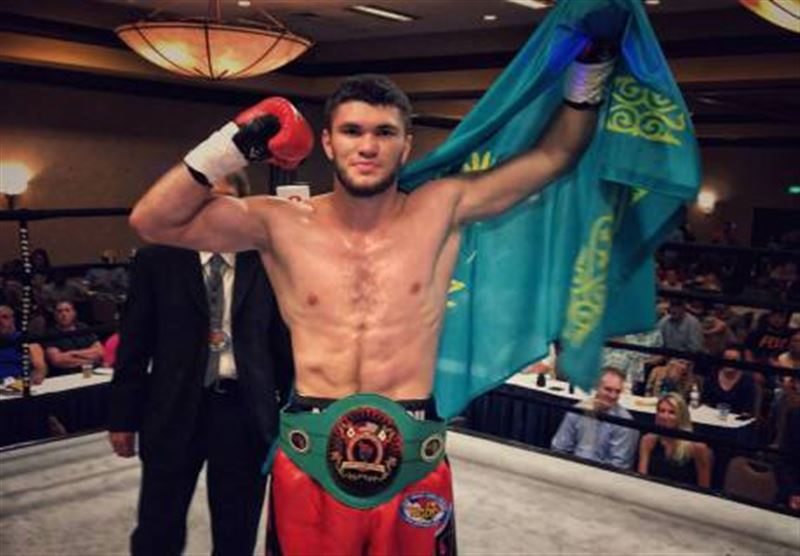 Казахстанский боксер нокаутировал противника за 30 секунд