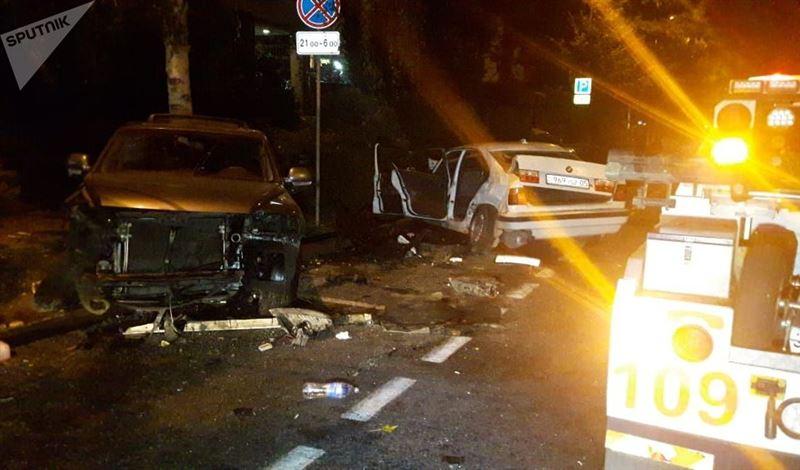 Человек погиб в результате столкновения трех авто в Алматы