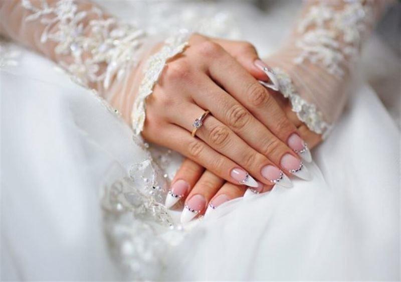 Невеста сделала свадебный маникюр с прахом отца