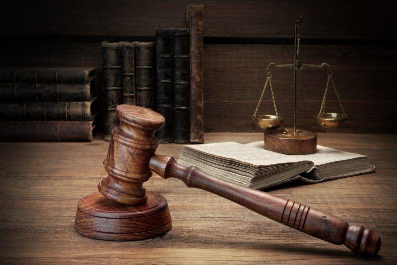 Судья пытался покончить с собой прямо в зале суда