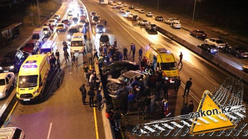 Крупная авария произошла в Алматы