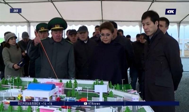 Даригу Назарбаеву ознакомили c реконструкцией пограничного поста