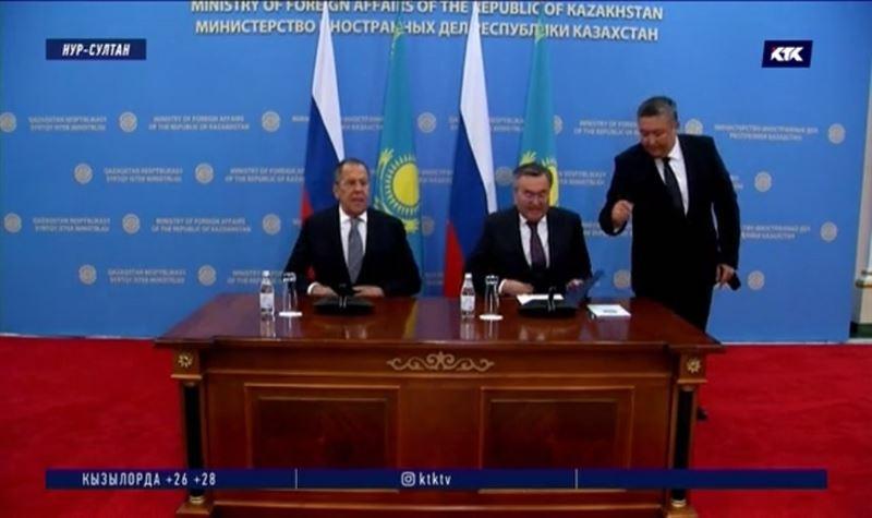 Главы МИД Казахстана и России обсудили заторы и соседей