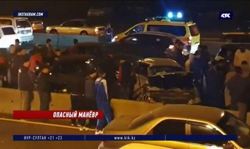 Решение водителя пойти на обгон привело к столкновению трёх авто