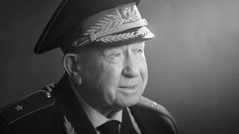 Ғарышкер Алексей Леонов өмірден озды