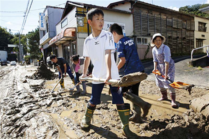 Число жертв тайфуна возросло до 18 человек