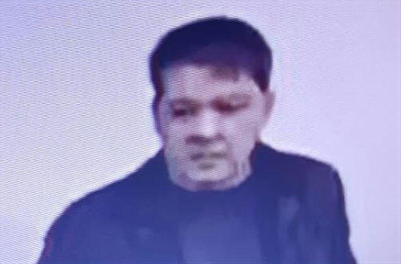 Полиция разыскивает мужчину, подглядывавшего за девочками в туалете