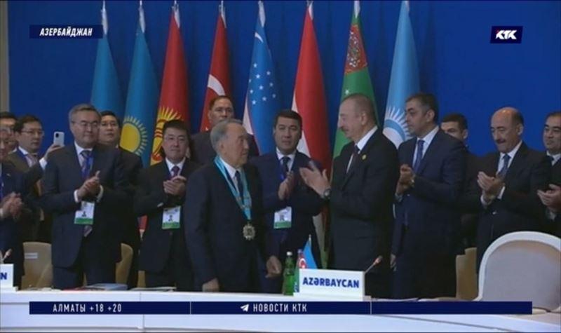 Назарбаев получил награду и озвучил предложения в Баку