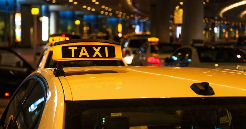 Молодая пара ограбила пенсионерку в такси