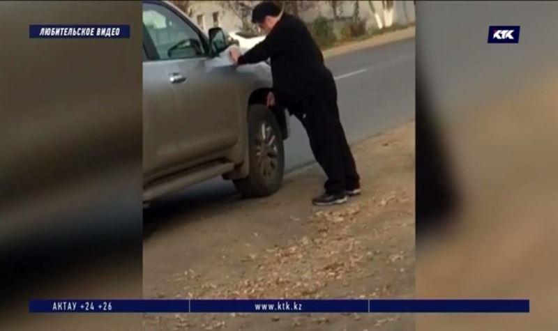 Бывший районный аким после ДТП стал протыкать ножом колёса чужой машины