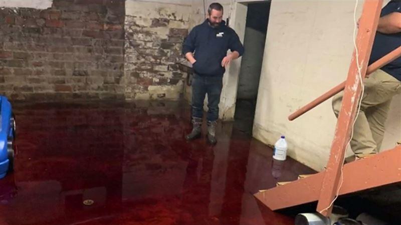 Жилой дом оказался затоплен кровью