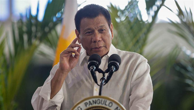 74-летний глава Филиппин рухнул с мотоцикла