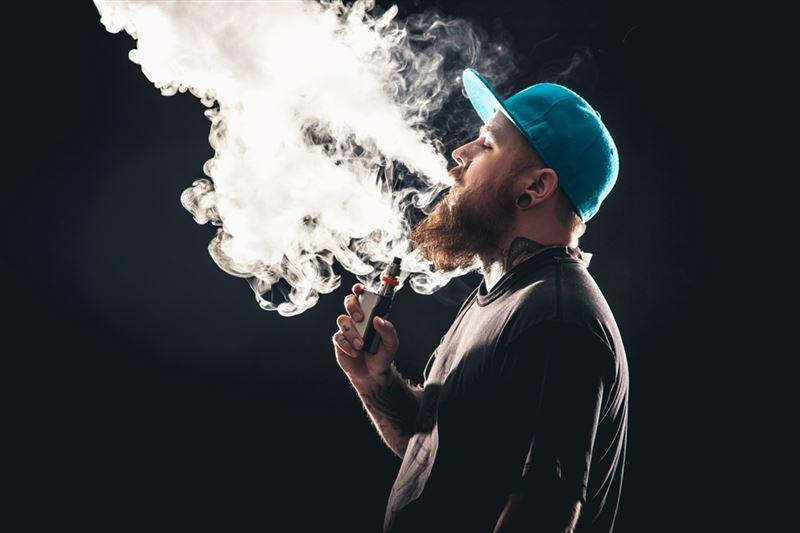 Число жертв от электронных сигарет возросло до 33